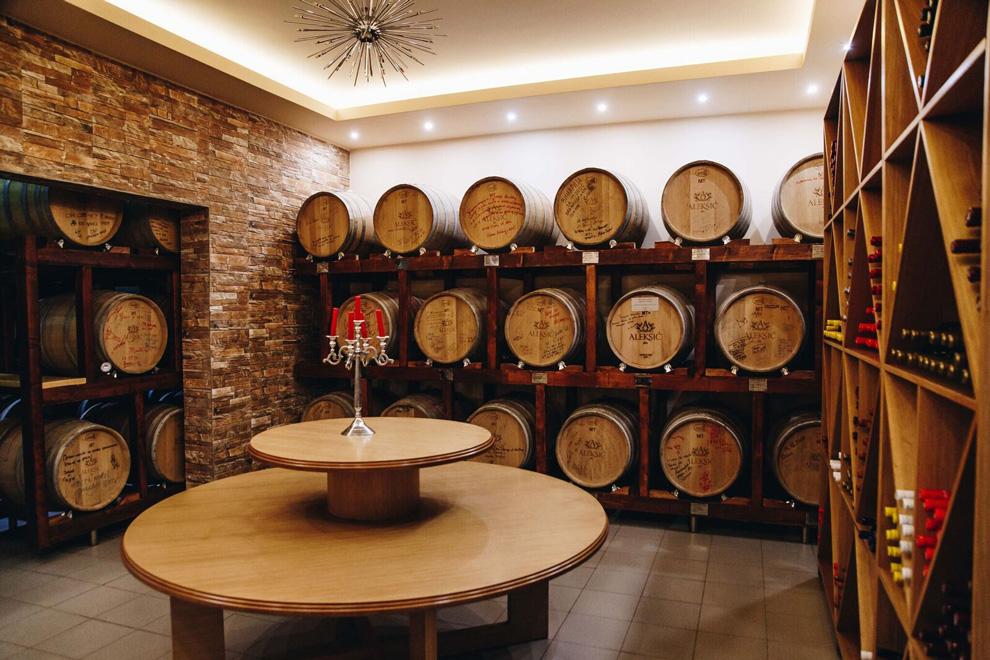 vinarija aleksic-odlezavanje vina