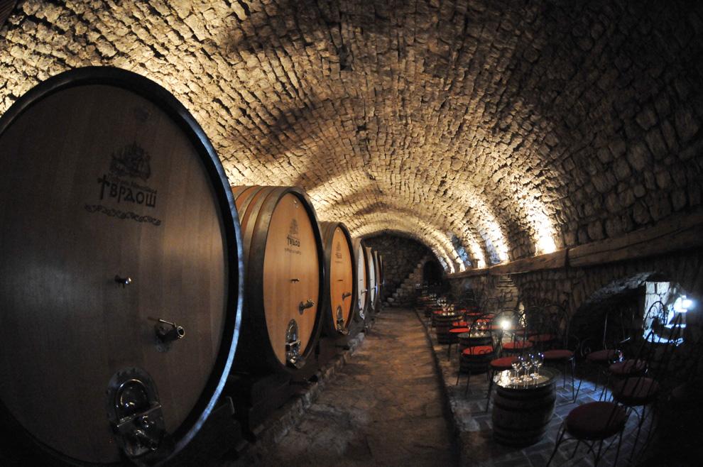 manastir tvrdoš podrumi vina